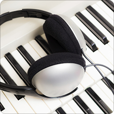 Electric keyboard and headphones